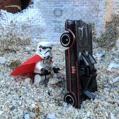 Batman V Stormtrooper!!!!??? #lego #legostagram #legoaddict #legophotography #hotwheels #hotwheelsaddict #hotwheelsmalaysia #batman #stormtrooper #starwars #batmobile #brickman #minifigure by ang_devils