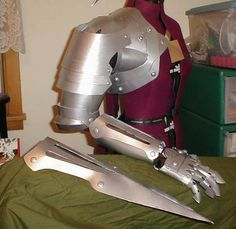 What we're going to become. One of the most often asked about cosplay costumes we're asked to make is the Fullmetal Alchemist Edward Elric costume. Tracer Cosplay, Cosplay Armor, Cosplay Diy, Halloween Cosplay, Cosplay Ideas, Anime Costumes, Cosplay Costumes, Edward Elric Cosplay, Costume Carnaval