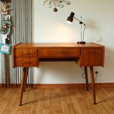 Bureau vintage des années 60.