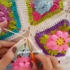 How to join 3 motifi biraraya getiriyoruz😊 crochetatolyesi crochet crocheter knit elemeği crocheted вязание instacrochet orgu virka elişi yarnaddict handmade uncinetto crocheteveryday deryabaykallagulumse knitter handcraft Crochet Square Blanket, Granny Square Häkelanleitung, Granny Square Crochet Pattern, Crochet Flower Patterns, Crochet Squares, Crochet Granny, Crochet Motif, Crochet Stitches, Crochet Baby