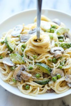 One Pot Zucchini Mushroom Pasta - A creamy, hearty pasta dish that you can make in just 20 min. Even the pasta gets cooked in the pot!