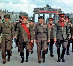 Маршалы  Советского Союза Георгий Жуков и Константин Рокоссовский, генерал-фельдмаршал Бернард Лоу Монтгомери. Берлин, июль 1945 года
