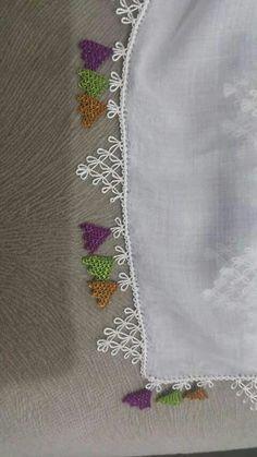 İğne oyam Knitted Poncho, Knitted Shawls, Piercings, Knit Shoes, Needle Lace, Moda Emo, Sweater Design, Olay, Knitting Socks
