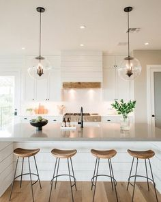 Coastal Home Interior 50 Best Modern Farmhouse Kitchen Island Decor Ideas 13 Home Interior 50 Best Modern Farmhouse Kitchen Island Decor Ideas 13 Farmhouse Kitchen Island, Kitchen Island Decor, Home Decor Kitchen, Kitchen Design, Kitchen Islands, Kitchen Ideas, Kitchen Cabinets, Kitchen Layout, White Cabinets