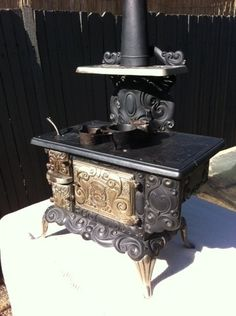 Antique Toy Stove - Salesman Sample - Excellent Condition!