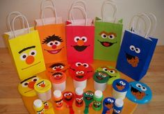 Sesame Street party favor ideas - goldfish crackers for Dorothy/Elmo, reusable bag for Oscar, cookies for Cookie Monster, rubber duckie for Ernie. Need idea for Big Bird and/or Burt click pic and see moar Elmo Birthday, Birthday Party Favors, First Birthday Parties, First Birthdays, Birthday Ideas, Birthday Celebration, Seasame Street Party, Sesame Street Birthday, Anniversaire Elmo