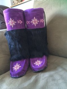 Items similar to Handmade mukluks with unique beadwork, a warm furry lining and rubber sole. Perfect for cold Canadian winters! on Etsy Native Beading Patterns, Beadwork Designs, Seed Bead Patterns, Beading Projects, Beading Ideas, Native American Dress, Beaded Moccasins, Ribbon Shirt, Diy Crafts For Gifts