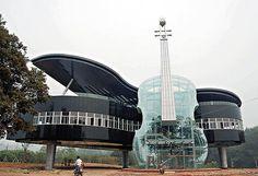 The Piano House en Chine : une maison insolite en forme de Piano et de Violon