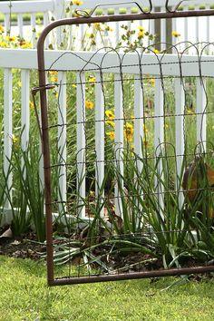 garden shed Garden! old gate for my garden ~ Walkways I adore this little backyard garden! Old Garden Gates, Old Gates, Iron Gates, Garden Entrance, Modern Garden Design, Landscape Design, Herb Garden Pallet, Fence Gate, Farm Gate