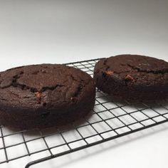 Bake this cake in 2 x 18 cm pans for a high glamorous looking cake. One of our homegrown traditional South African specials! Cake Pans, No Bake Cake, Allrecipes, Chocolate Cake, Cake Recipes, Muffin, Cooking Recipes, Bar, Baking