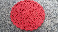 Sousplat em crochê em barbante num. 06 ou 04  Este na cor vermelho  Acabamento perfeito e linha de qualidade  Pode ser feito em outras cores e tamanhos