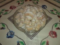 Reteta culinara Cornulete de post cu rahat din categoria Mancaruri de post. Specific Romania. Cum sa faci Cornulete de post cu rahat Dairy, Cheese, Food, Essen, Meals, Yemek, Eten
