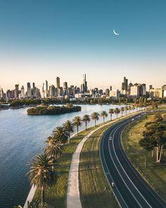 ITAP of the Melbourne city skyline Melbourne Skyline, Melbourne Australia City, Work And Travel Australien, Places Around The World, Around The Worlds, Australia Tourism, Image Nature, Beautiful Places To Travel, Roadtrip