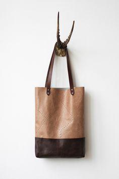 Enfin+un+sac+marron+perforé+Tote+no+TL5007+par+CORIUMI+sur+Etsy