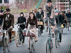 10 bike-friendly cities around the globe Bicycle Friendly Cities, Tweed Ride, Vintage Cycles, Cycle Chic, Dapper Day, Bike Style, Snow Skiing, Look Cool, Vintage Outfits