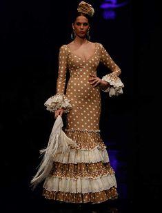 Con «Sueño flamenco», las Hermanas Serrano se inspiran esta temporada en el sueño de toda mujer de vestirse de flamenca. (Foto: Raúl Doblado) Flamenco Dancers, Flamenco Dresses, Masquerade, High Fashion, Costumes, Inspiration, Beautiful, Abaya Fashion, Perfume