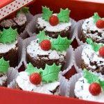DIY Christmas Dessert - Mini Strawberry Christmas Tree | www.prakticideas.com
