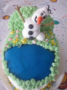 Olaf in summer cake.