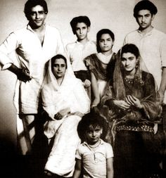 More of the Kapoors. Look at little Shashi!