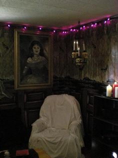 Great party pic from a member of Halloween Forum. What if I put bed sheets on all the furniture to get the abandoned house kinda feeling? hmmm
