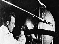 Octubre 04 en la historia: Sputnik, the first man-made satellite, is launched into orbit; U.S. Blackhawk helicopters shot down in Somalia; BBC's 'Making Yourself at Home'; Silent movie comedy star Buster Keaton born; Rock singer Janis Joplin dies of drug overdose - http://bambinoides.com/octubre-04-en-la-historia-sputnik-the-first-man-made-satellite-is-launched-into-orbit-u-s-blackhawk-helicopters-shot-down-in-somalia-bbcs-making-yourself-at-home-silent-movie-comedy-star/