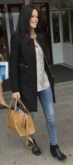 sofia hellqvist - Sök på Google Princess Sofia Of Sweden, Princess Sophia, Prinz Carl Philip, Sweden Fashion, Swedish Royalty, Pants Outfit, Monaco, Royal Families, Stylish