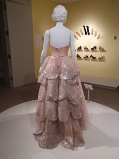 Pink silk tulle evening gown with feather-shaped paillettes, sequins and horse hair (Christian Dior), c. 1949