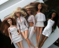 Drew, Skipper, Christie, Teresa and Nikki Barbie Mode, Barbie Basics, Barbie Fashionista, Barbie Clothes, Barbie Dolls, Barbie Collector, Sewing Tutorials, White Dress, Swimsuits