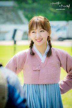 Jin Ki-joo is Han Jae-Yi in the Korean drama (Kdrama) Come and Hug Me. The live recap is on Drama Milk #ComeandHugMe #jinkijoo