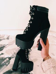 Uau olha essa bota