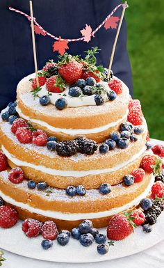 Three-tiered sponge cake with cream filling and fresh berries. This three-tiered one-bowl celebration cake features fluffy layers of sponge, a cream filling and a scattering of fresh berries. Canada Day, Cakepops, Lemon Meringue Cake, Zoo Cake, Passion Fruit Syrup, Oreo Cake Recipes, Oreo Frosting, Honeycomb Cake, Ice Cream Birthday Cake