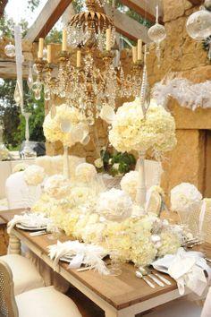 роскошная,украшение столов,сервировка столов, цветочное оформление, ресторан, желтый, золотой. Перья