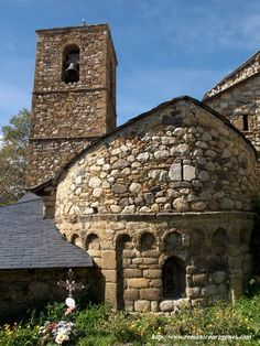 Church of San Juan Bautista in Eresué - Aragon, Spain Romanesque Architecture, Art And Architecture, Architecture Details, Pre Romanesque, Carolingian, Mystery Of History, Church Building, Aragon, Medieval Castle
