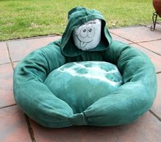 Bamseline's Blog: Hundekörbchen aus altem Pullover, DIY dog bed