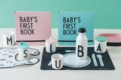 Design Letters har supre gaveidéer til de minste. Hva med barnets første bok med plass til gode minner og små anekdoter.  Du finner utvalget i din Designforevig-butikk