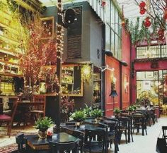 Always in Christmas mode, Noel Holday Bar is one of the most popular places in Athens for coffee, drinks, brunch or meal.