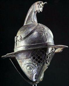 - Casco de gladiador Tharaex o Tracio  - Llamado asi porque su armamento imitaba al de los Tracios  - Bulgaria ./tcc/