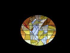 Vitral en la iglesia de La Sagrada Familia, Barcelona, España