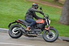 "Ducati Scrambler Sixty2 – FIRST RIDE REVIEW <small class=""subtitle"">New 400cc Scrambler Sixty2 has entry-level cubes, but a premium price.</small>"