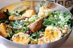 Wintersalat mit Couscous, Süßkartoffeln, Rucola und Kichererbsen