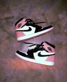 Nike Air Jordans, Nike Air Shoes, Nike Jordans Women, Jordans Girls, Nike Socks, Retro Jordans, Women Nike, Nike Shoes Blue, Vans Women