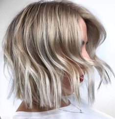 Ash Blonde Bob With Silver Ends - maybe a more natural and subtle gray option Hair Do For Medium Hair, Bobs For Thin Hair, Hair A, Medium Hair Styles, Short Hair Styles, Ball Hair, Prom Hair, Ash Blonde Bob, Balayage Hair Blonde