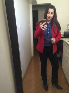 Camisa jeans no casual Friday Pode? Yes! Com calça social, salto e Blazer.