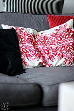 Oravanpesä Throw Pillows, Pillows, Bed