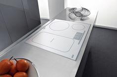 Indukční deska ACM 355 BA/ WH (Whirlpool), šířka 58 cm, funkce 6. smysl rozpozná bod varu a udržuje konstantní teplotu, flexi zóna, cena 16 990 Kč, www.kasa.cz