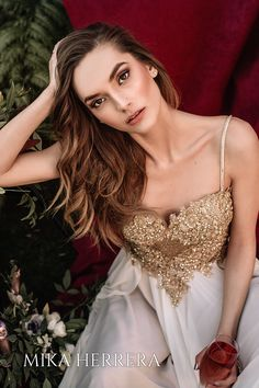 Golden only for a goddess. You can be different because you are fantastic!❤️ Wear a gold wedding dress and be the bride that everyone is going to remember Gold Wedding Gowns, Wedding Dresses Uk, Formal Dresses, Color Dorado, London Wedding, I Dress, Bride, Elegant, Britain