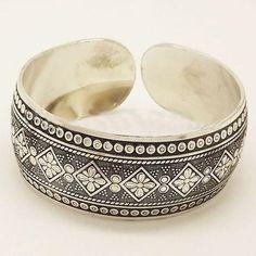 ICYMI: buy on wallmart.win Gypsy Square Flower Metal Tibetan Silver Color Vintage Retro Tribal Fashion Bracelet Bangle Cuff for Women Free… Tribal Bracelets, Fashion Bracelets, Bangle Bracelets, Fashion Jewelry, Women Jewelry, Bangles, Stylish Jewelry, Moda Tribal, Tribal Mode