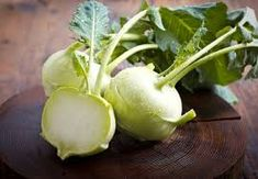 5 Exciting Reasons To Discover Kohlrabi. Move over kale. Kohlrabi is about to enjoy a resurgence in popularity and with good reason! Kohlrabi, also known as German turnip, is a round, tuberous Photo Fruit, Kohlrabi Recipes, Root Vegetables, Snack, Superfoods, Fresh Fruit, Healthy Living, Healthy Recipes, Healthy Foods