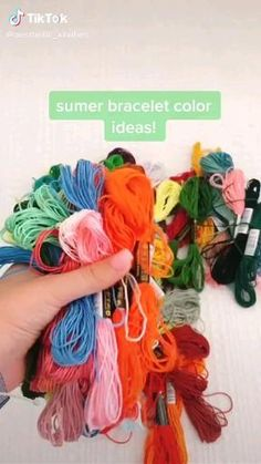 Diy Bracelets Patterns, Diy Bracelets Easy, Thread Bracelets, Embroidery Bracelets, Summer Bracelets, Bracelet Crafts, Hand Embroidery, String Bracelets, Diy Friendship Bracelets Tutorial