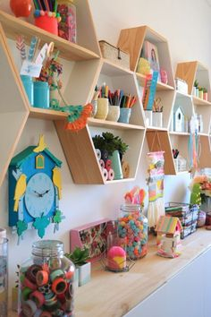 Smart Ideas for Kids' Spaces That Go from Young Child to Teenager - Buy a handful of key pieces, and make refined updates with fun textiles, accents, and paint. Continue reading to see exactly how to do it. #kidsroom #kidsroomsdecor #kidsroomideas #kidsroomdesign